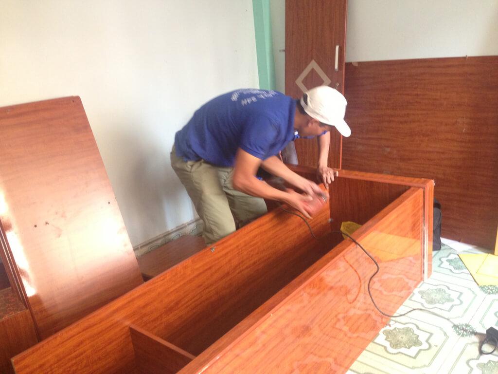 lắp tủ gỗ ép